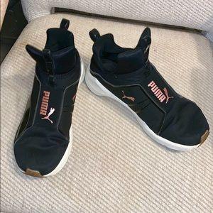 PUMA Black Laceless Running Sneakers